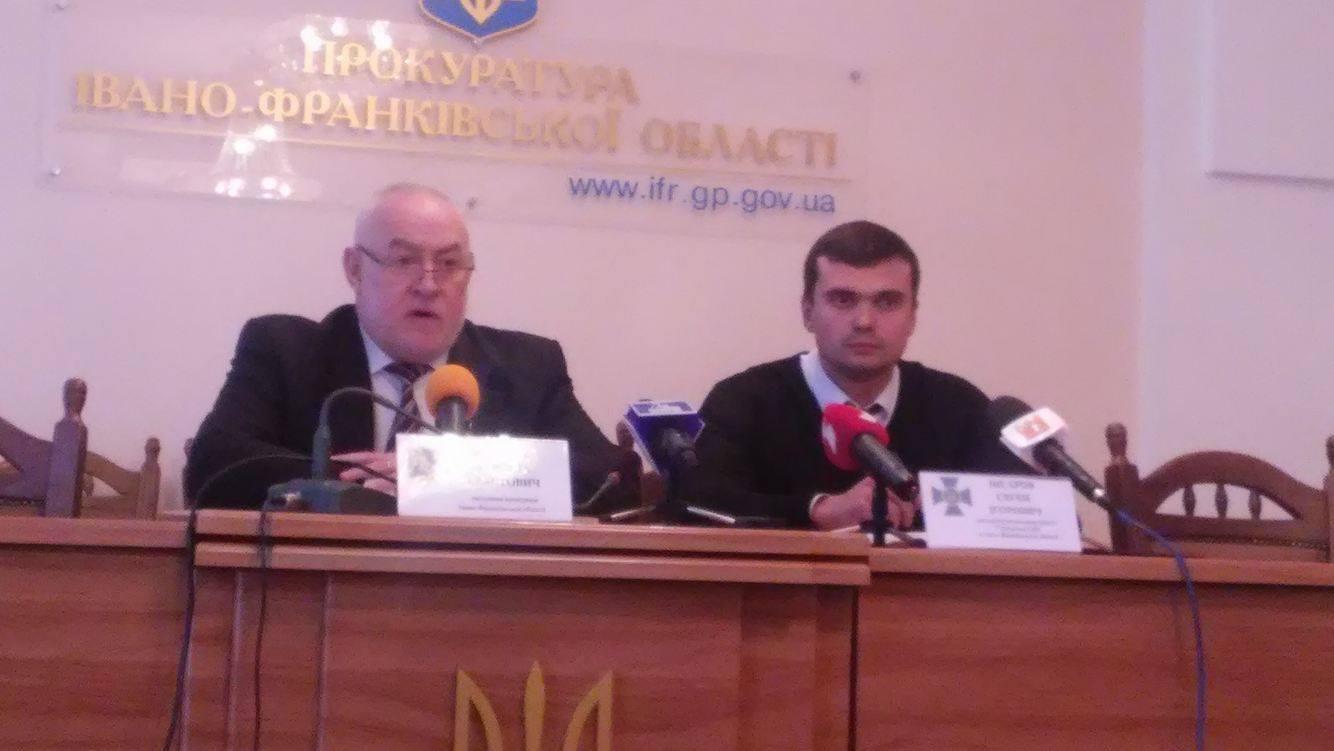В Івано-Франківську затримали чотирьох поліцейських захабар 1,5 тис. дол.