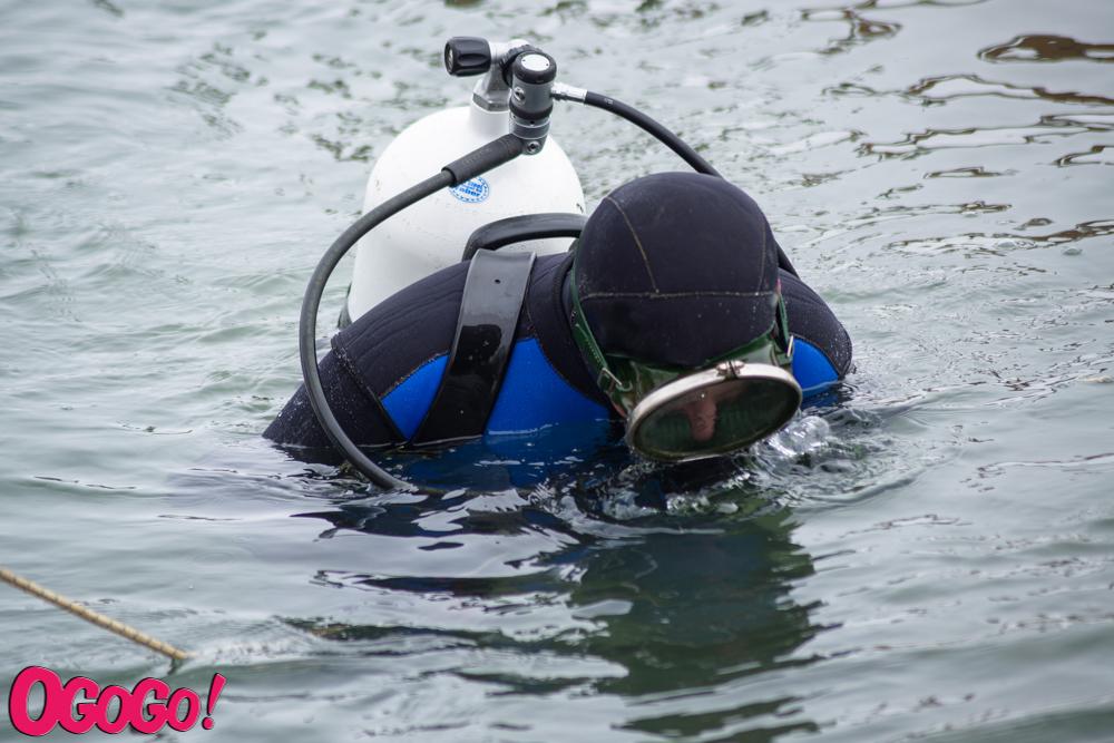 Під час підготовки до Водохреща, водолази витягнули із невеликої ділянки дна франківського озера 60 кг сміття