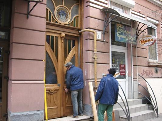 Відомо, які старовинні двері Франківська відреставрують за кошти міста