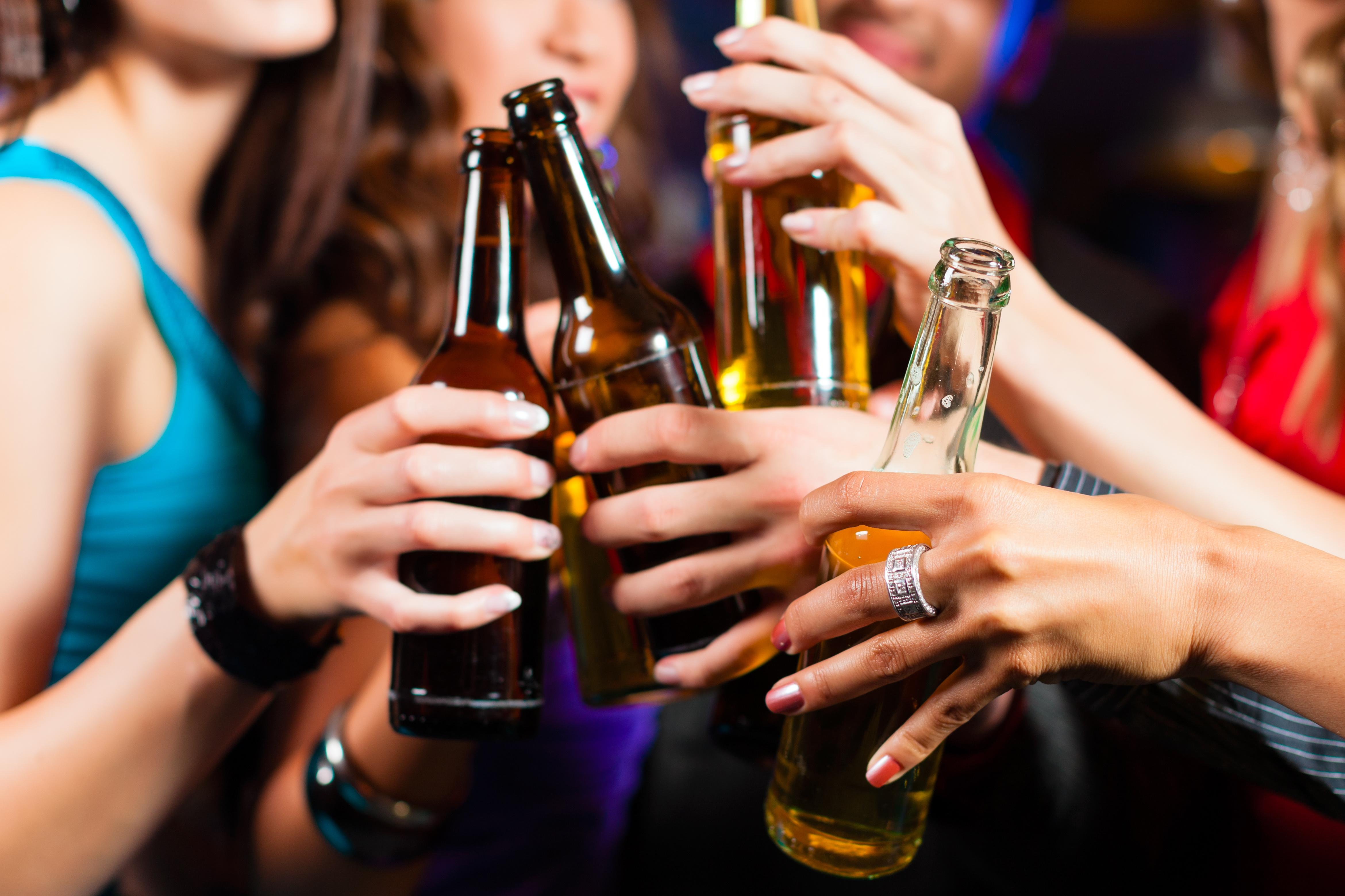 Івано-Франківськ: в одному із магазинів по вулиці Коновальця неповнолітнім продавали алкоголь (фотофакт)