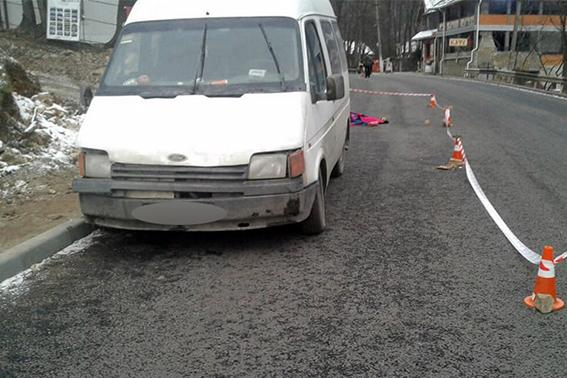 УЯремчі водій фургону виїхав натротуар, дезбив матір здитиною