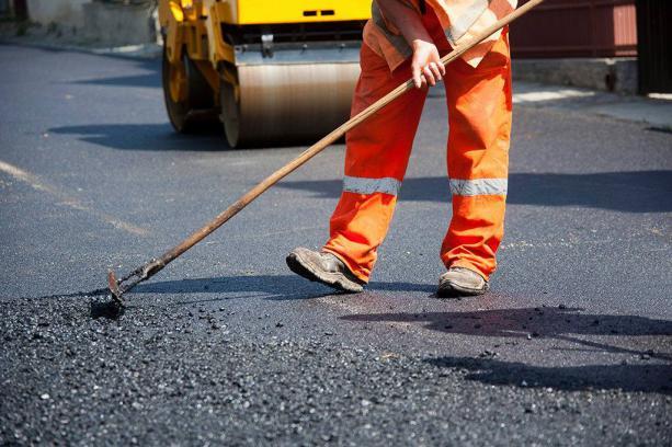 Чому на Прикарпатті дороги ремонтують за вдвічі вищими цінами, аніж на Львівщині?