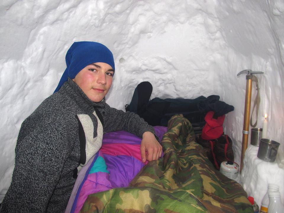 Задля експерименту хлопець ночував у снігу при мінусовій температурі