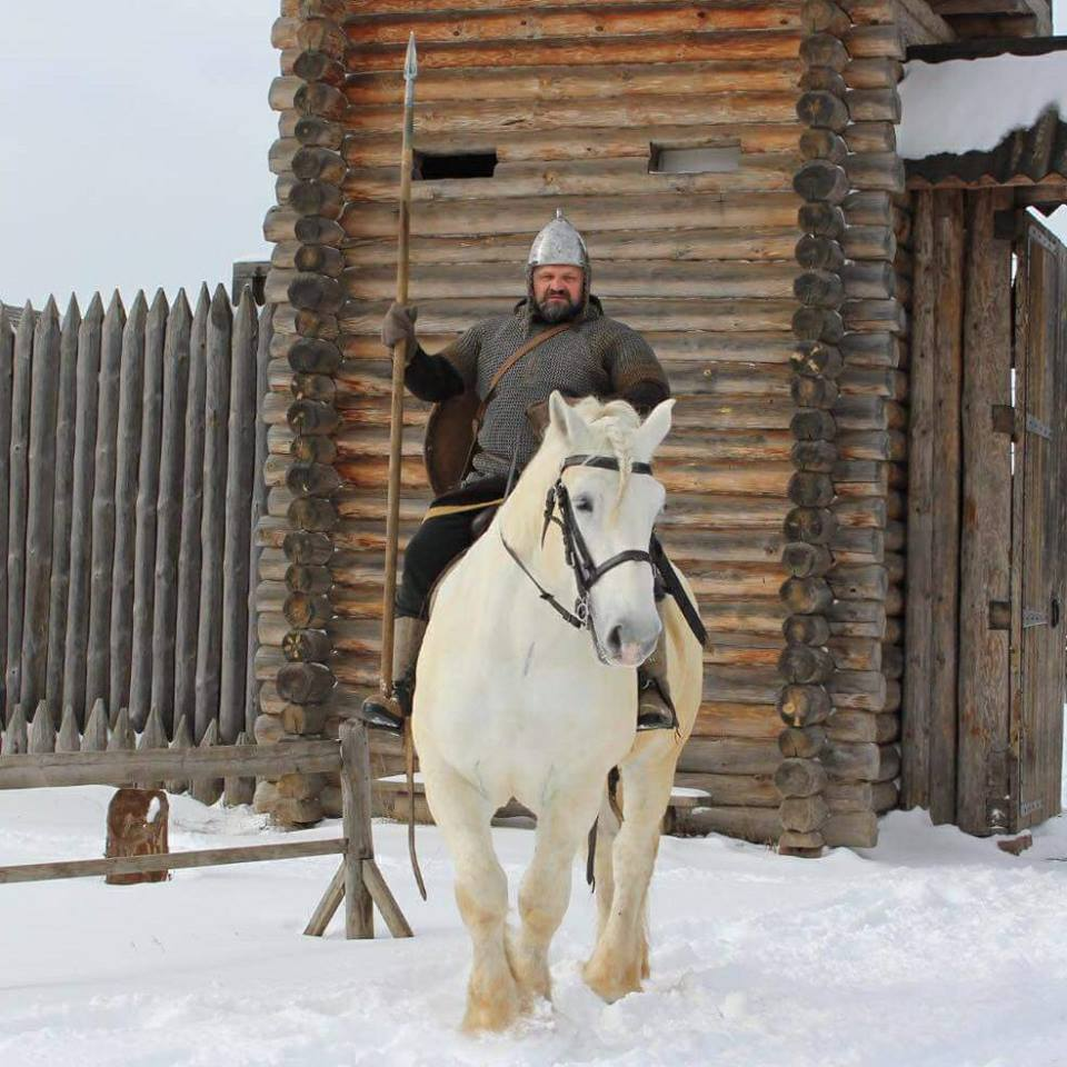 Всесвітньовідомий богатир з Івано-Франківська позує для пам'ятника Іллі Муромцю (фото+відео)
