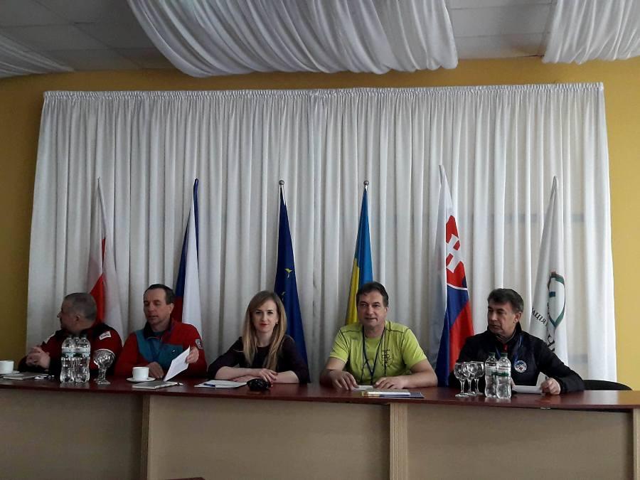 Громадські гірські рятувальники Івано-Франківщини разом з колегами з Польщі, Чехії та Словаччини взяли участь у конференції з питань безпеки у Карпатах (фото)