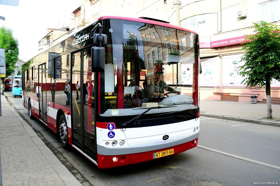 Через ремонт на дорозі тимчасово змінять маршрут автобуса №27