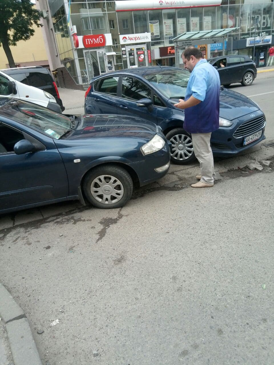 На вулиці Мельника трапилась обідня ДТП (фотофакт)