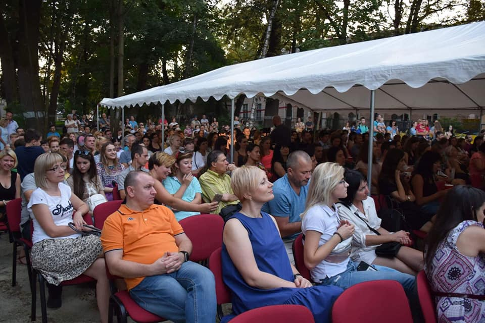 Палац Потоцьких у Франківську став місцем проведення кінопоказів під відкритим небом (відеосюжет)