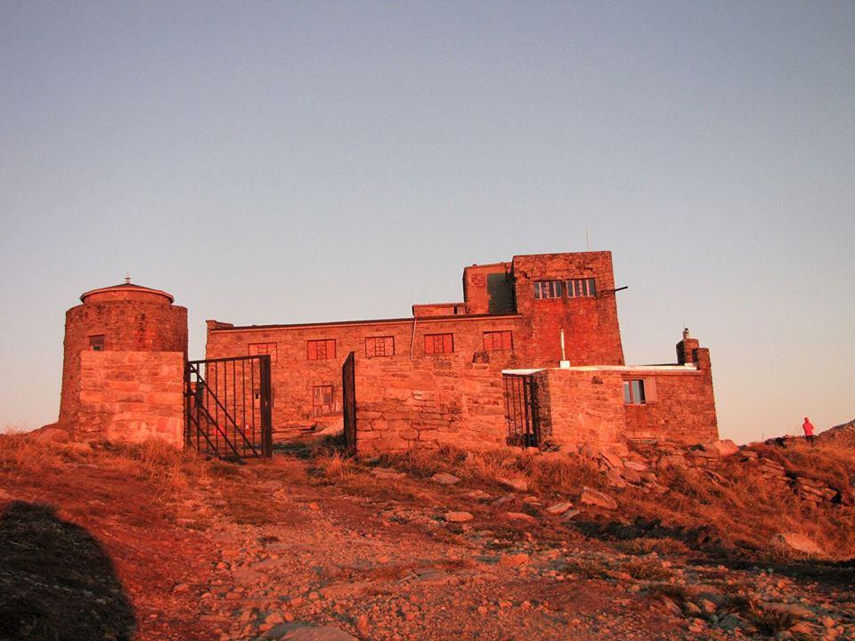 Наче марсіанські пейзажі: у мережі опублікували світлину світанку на горі Піп Іван (фотофакт)