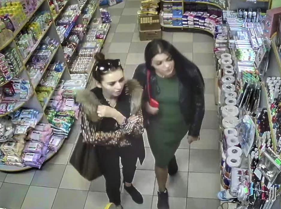 """Результат пошуку зображень за запитом """"В мережі розшукують нахабних злодіїв, які скоїли крадіжки із магазину у Коломиї"""""""