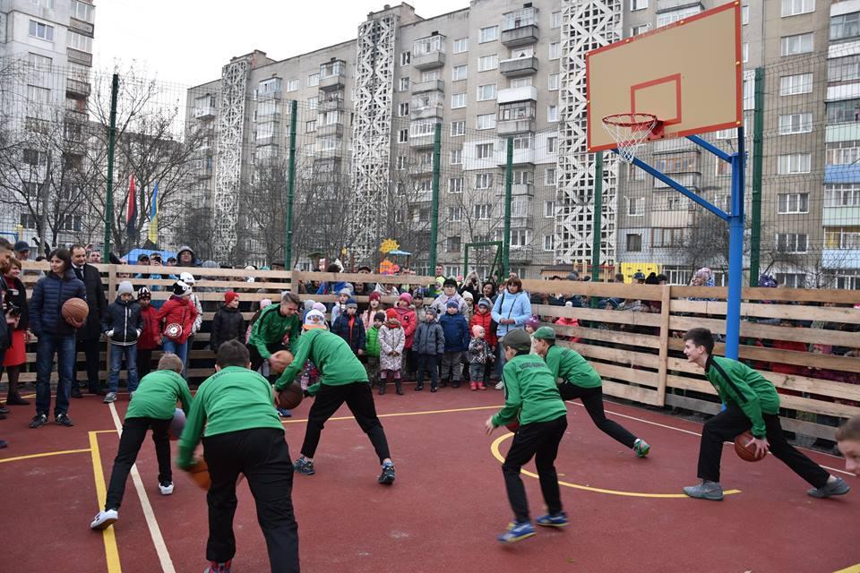 Івано-Франківськ поповнився ще одним сучасним спортмайданчиком (фоторепортаж)