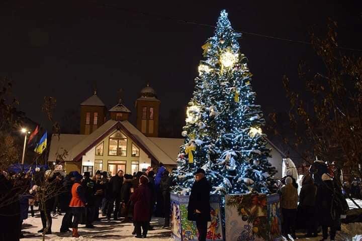 У Військовому містечку засяяла новорічна ялинка (фоторепортаж)