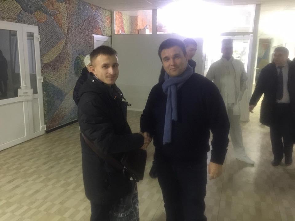 Міністр закордонних справ Клімкін відзначив франківського медика, який працює у Лисичанську (фотофакт)