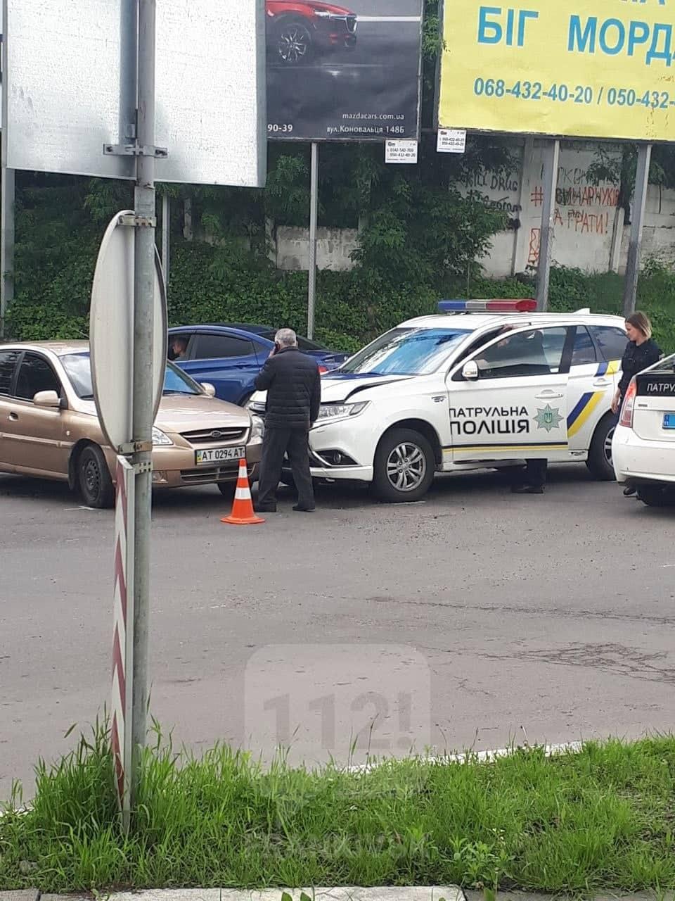 Патрульні на новенькому Mitsubishi потрапили в ДТП (фотофакт)