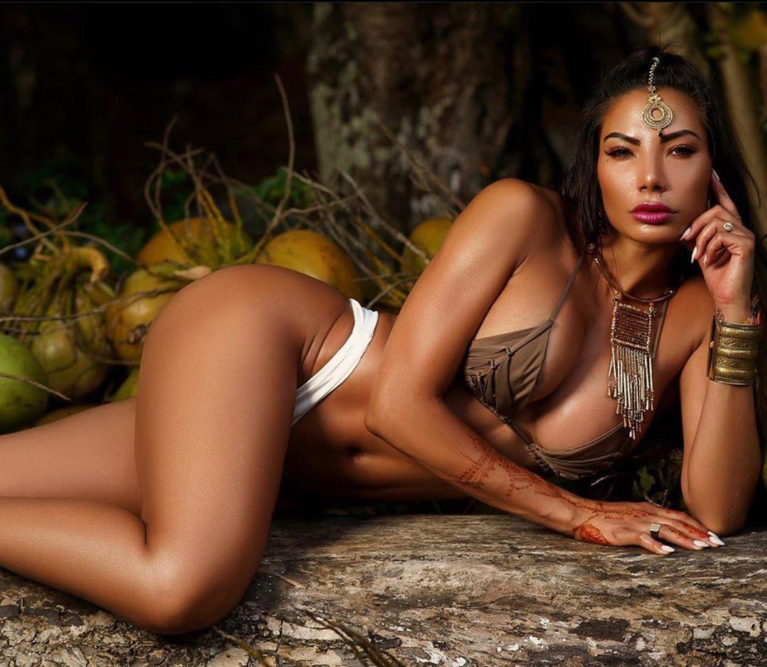 Відома фітнес-модель потішила фанатів спокусливим відео в ...