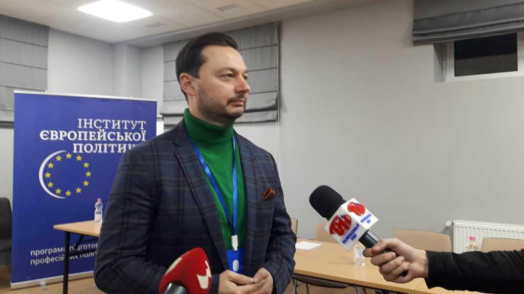 У Франківську стартував курс тренінгів Інституту європейської політики: фоторепортаж