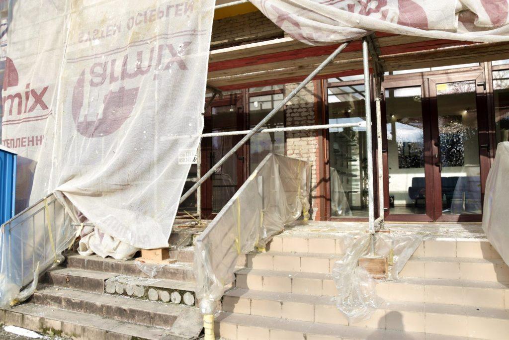 """У Франківську тривають роботи щодо утеплення фасаду ОСББ """"Гердан"""" (фото)"""
